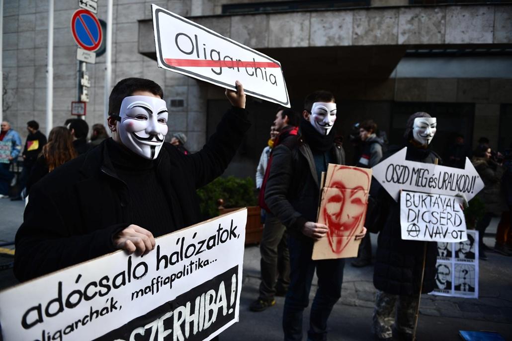 Tüntetés a NAV-botrány miatt