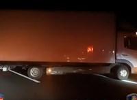 Bepánikolt kamionos állt keresztbe az M43-as autópályán