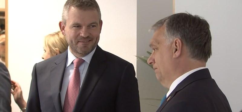 Videó: Nem volt jókedve Orbánnak, amikor Macronnal találkozott