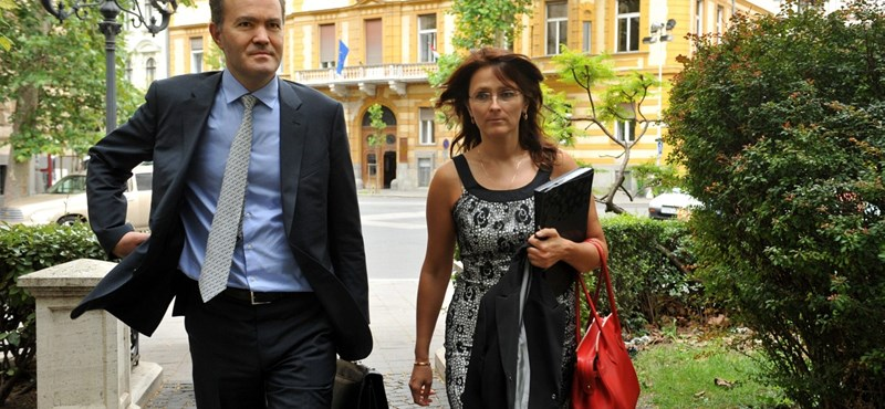 Csak az időt húzza a magyar kormány az IMF-fel