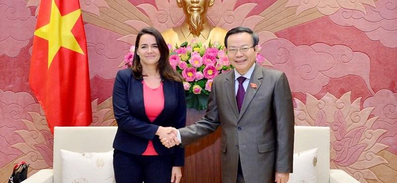 Vietnamba látogatott az államtitkár, kórházat épít ott Magyarország