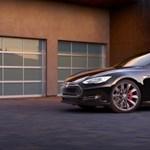 Néhány hónapon belül részben önjáró lehet a Tesla Model S