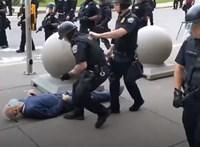Társaikat támogatva mondott le a buffalói rendőri egység, amelynek tagjai fellöktek egy idős férfit