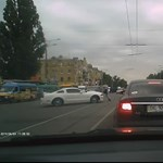 Így jár, aki Ford Mustanggal keménykedik a városi forgalomban – videó