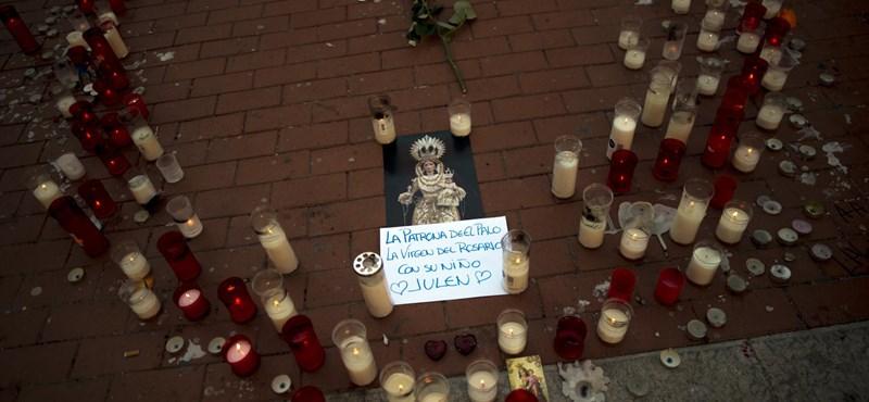 Percekkel a kútba zuhanása után meghalt a spanyol kisfiú