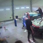 Így öltöztetnek fel egy WTCC-s versenygépet - videó