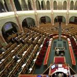 Századvég: stabilizálódott a kormány és az ellenzék