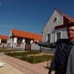 Videó: megnéztük a károsultak új lakóparkját Devecseren