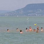 Még mindig sokan vannak a Balatonnál, tovább tart az idei szezon