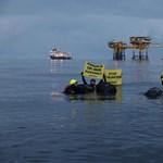 Olajfúrót foglaltak el a Greenpeace aktivistái