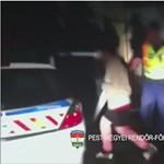 Két nő rabolt ki egy idős férfit Cegléden, a szomszéd segített elkapni őket – videó