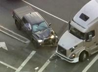 Szándékosan hajtott egy menekülő autós elé egy kamionos Los Angelesnél – videó