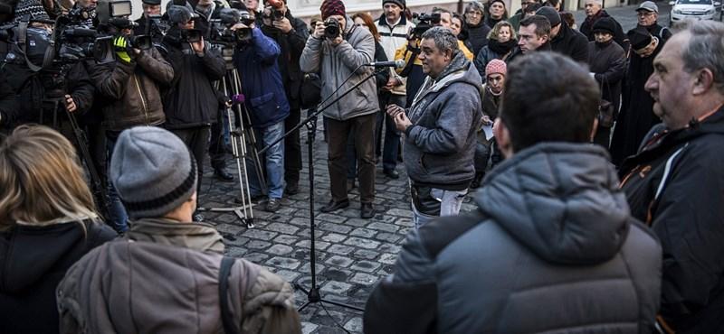 Tüntettek a vörösiszapos ítélet miatt Veszprémben