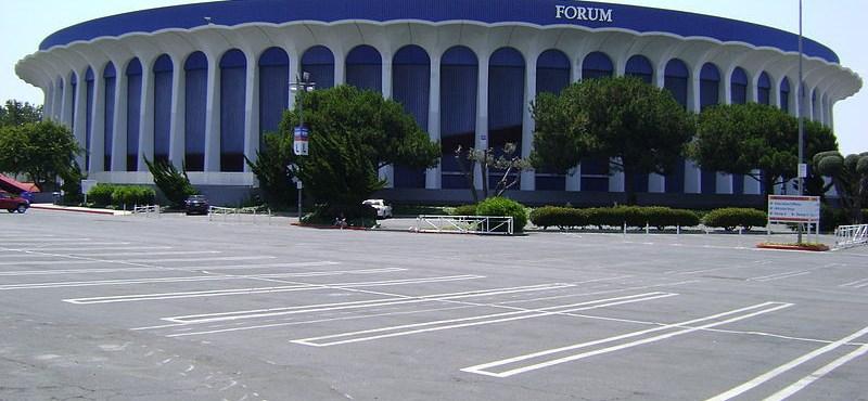 Gigantikus lemez pörög a legnagyobb amerikai koncertaréna tetején