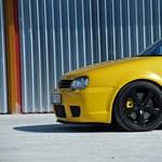 Sárga, mint egy Lamborghini, csak ez ritkább – kipróbáltunk egy VW Golf R32-t