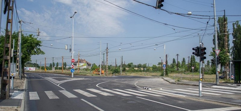 Már nem mindenhol rázkódnak az autók a Jászberényi úton – fotók