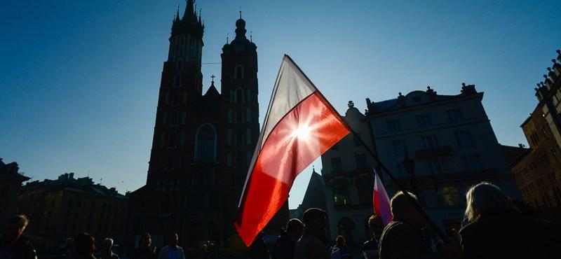 Bírósági törvény: magasabb fokozatra kapcsolta az EU a Lengyelország elleni eljárást
