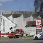Fotók: kigyulladt egy üres üzletközpont Pécsen