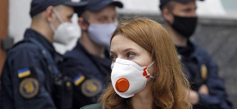 Közel háromezer új fertőzött van Ukrajnában