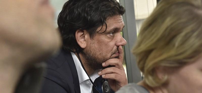 Deutsch és Szájer is megszavazta az EP-ben azt, ami ellen tiltakozik itthon a kormány