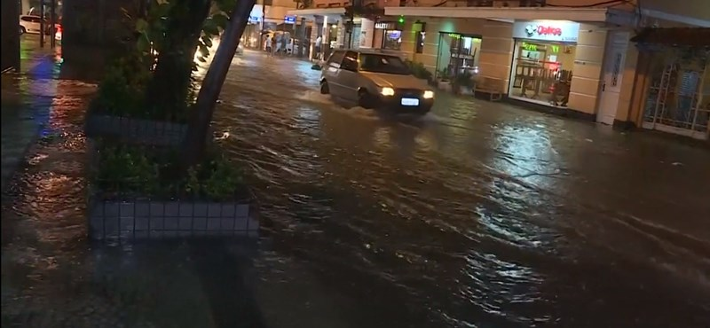 Egy hónapnyi eső hullott le Rio de Janeiróra két óra alatt