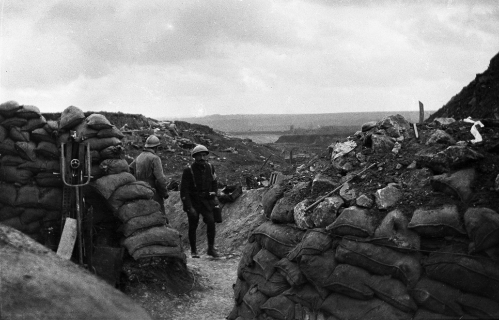 afp. Somme-i csata - Two French soldiers walk in the battlefield during the Somme offensive, northern France, in July 1916, during World War 1. The Great War started in 1914 with the assassination of Archduke Franz Ferdinand and was ended with an armistic