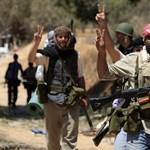 Katonatisztek szöktek Líbiából Tunéziába