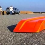 Látott már 300 km/h-val száguldó játékautót? Most megnézhet egyet