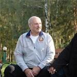 Napi abszurd: dinnyékkel és répával pózolt Steven Seagal a fehérorosz elnöknél