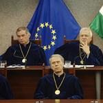 Hétfőn döntenek az alkotmánybírákról