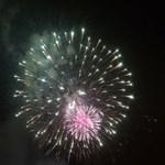Lement a grandiózus tűzijáték, zárva volt a budai alsó rakpart
