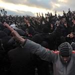 240 évet kaptak a szerb focihuligánok a francia szurkoló megöléséért