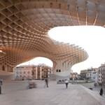 Spanyol boldogságközpont fából