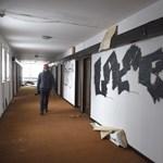 Kezdődik a bontás: nézze meg még utoljára Budapest egyik szégyenfoltját