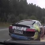 Szegény ladás csak pislogott, miután az Audi R8 lezúzta - videó