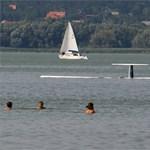 Vihar: egy férfi holttestet találtak a Balatonban