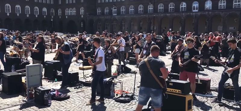 Négyszáz rocker csapott bulit a szegedi Dóm téren - videó