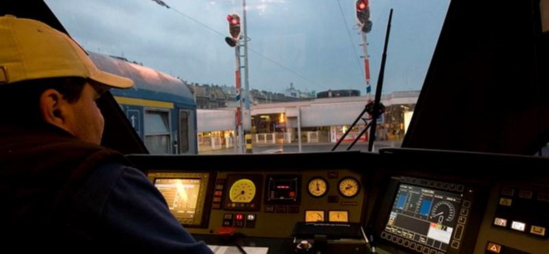 Eltört a sín, késnek a miskolci vonatok