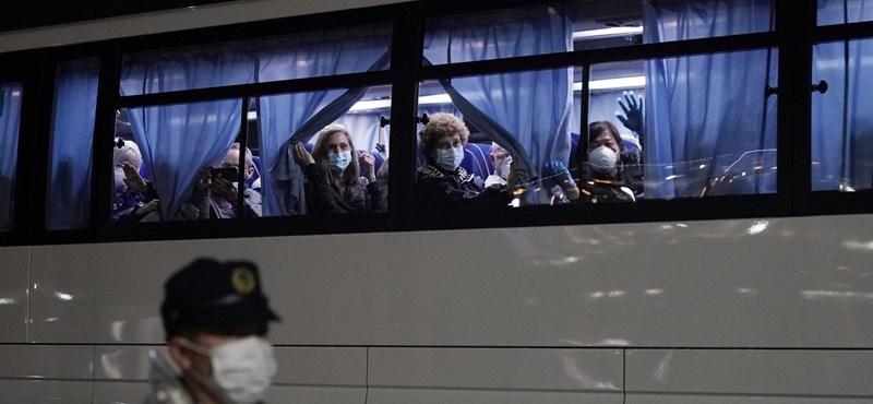 Japánban 880 ezer forintot kaphatnak a családok a koronavírus miatt
