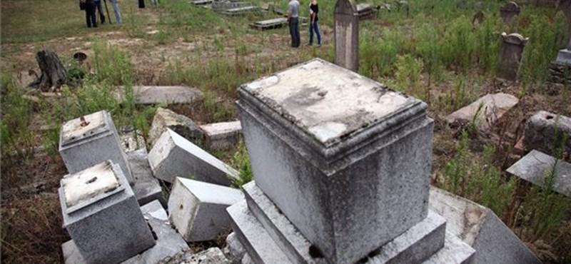 Sírrongálás a kaposvári zsidó temetőben