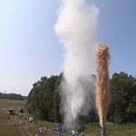 Videó: Összekevertek 10 ezer liter kólát és egy nagy adag szódabikarbónát, az eredmény látványos lett