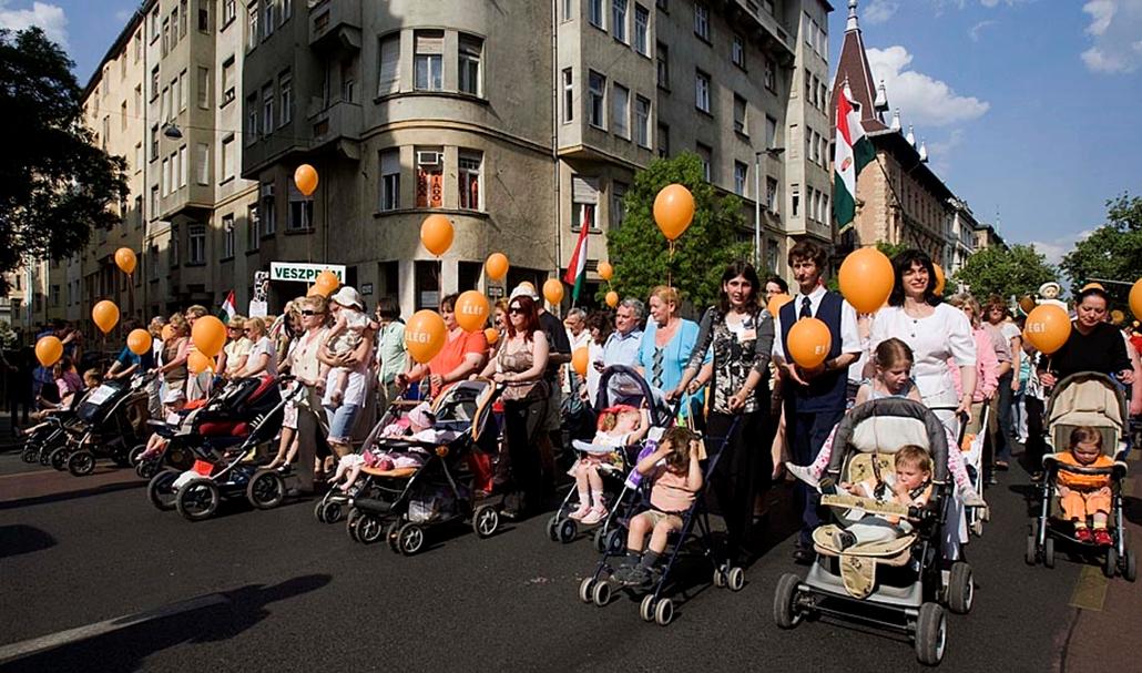 Sztrájkok,tüntetések az elmúlt években- Fidesz Babakocsis tüntetés 2009