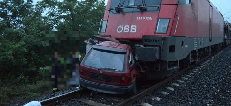 Railjet gyűrt fel egy Opelt, vádat emelhetnek a sofőr ellen – fotók