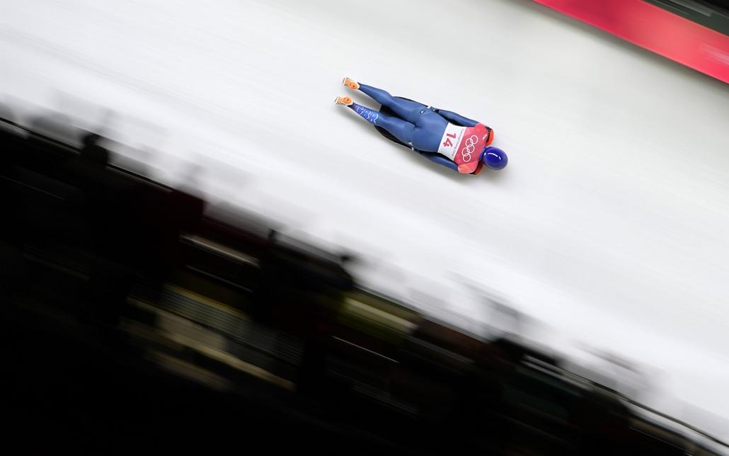 afp.18.02.17. - Phjongcshang, Dél-Korea: A brit Lizzy Yarnold érkezik szánkón a phjongcshangi téli olimpián Kangnungban 2018 februárjában. - napibest, téli olimpia