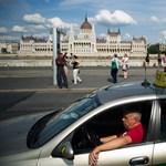 240 forintos kilométerdíjat szeretnének a fővárosi taxisszervezetek