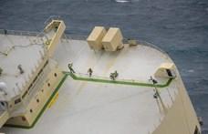 Hét kalóz cipőt és pénzt lopott egy dél-koreai hajóról