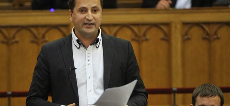 Balatonalmádi polgármestere visszafizette a saját magának megszavazott jutalmat