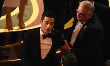 Rami Malek akkorát esett az Oscar színpadáról, hogy a mentőknek kellett ellátniuk