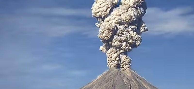Ilyen szépnek ritkán látni egy vulkánkitörést - gyorsított felvétel