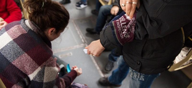 Buszon fagyizott, 16 ezerre büntették
